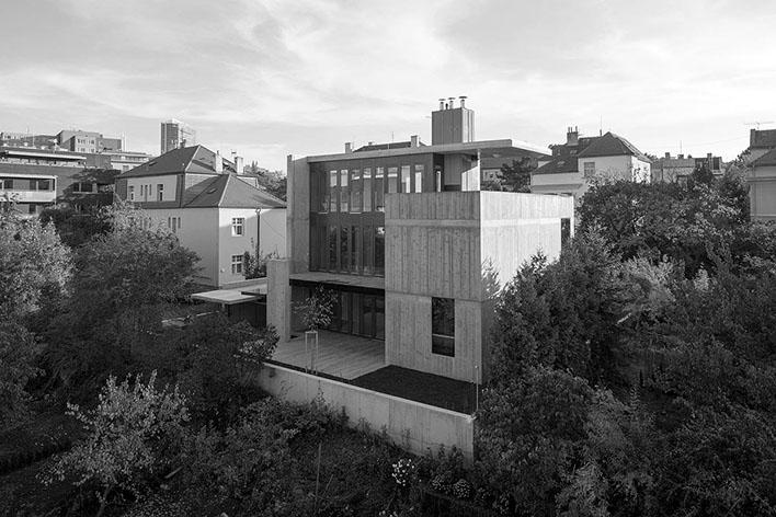 Severní fasáda domu směrem do zahrady. (Foto: Tomáš Souček pro AP atelier)