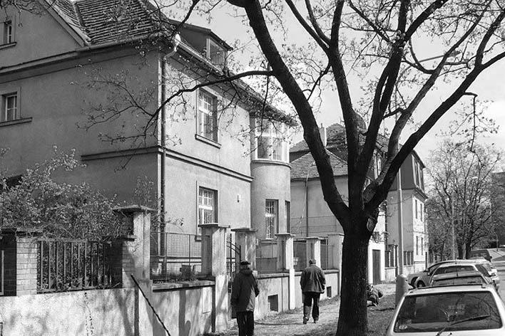 Původní dům na adrese Procházkova 3, který nahradila Pleskotova vila. (Archiv společnosti Crescon)